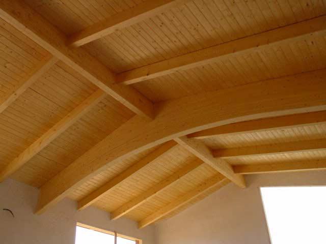 Sostre de fusta molt alt