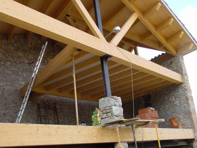 Vista 1 del sostre de fusta d'una casa en rehabilitació