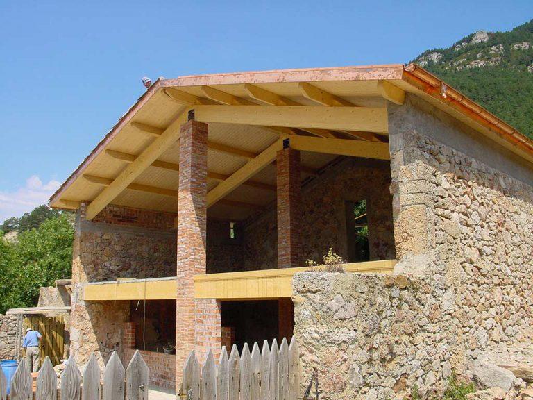 Estructura de fusta en casa en obres