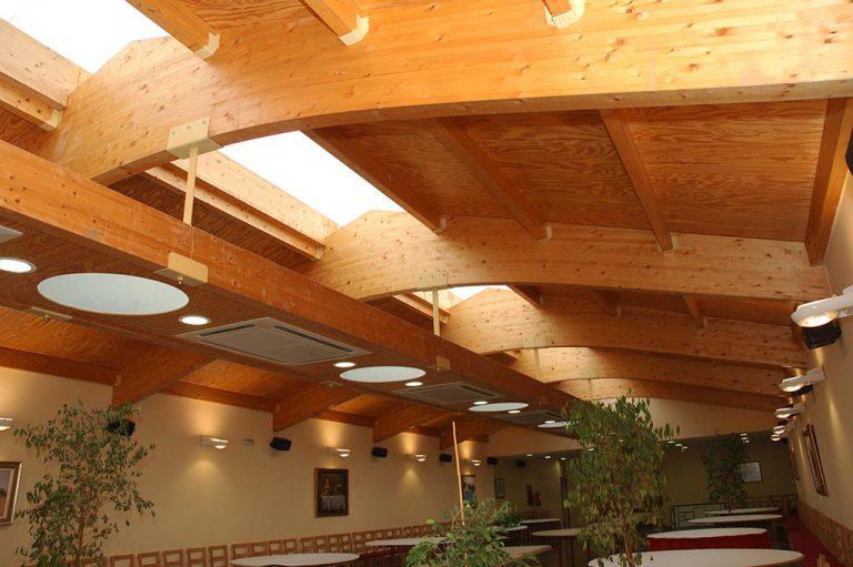 Sostre de fusta en un restaurant